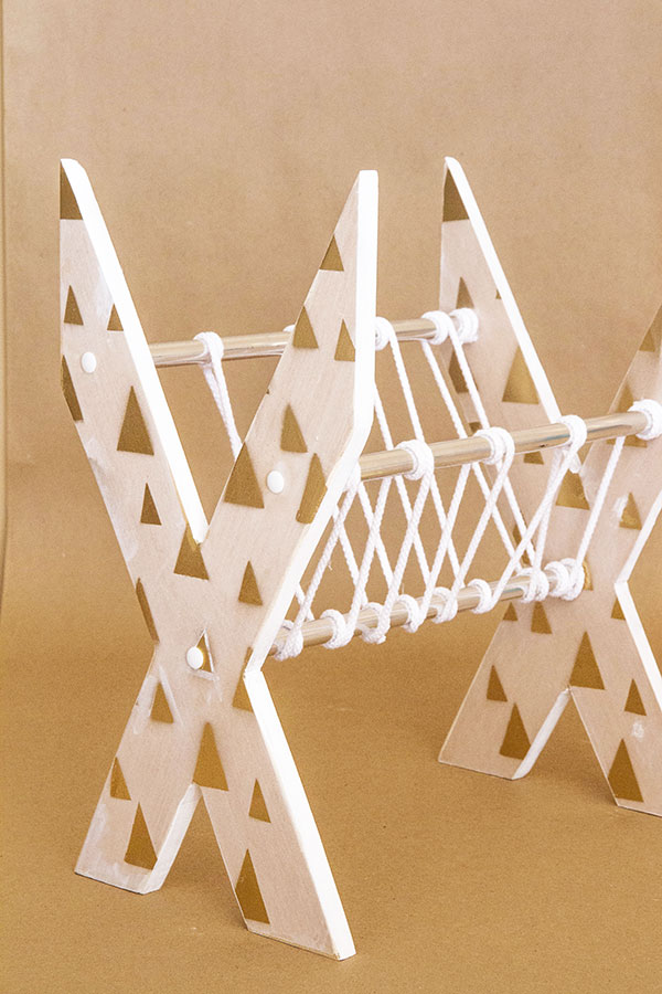 X-Shaped-Newspaper-Rack-5